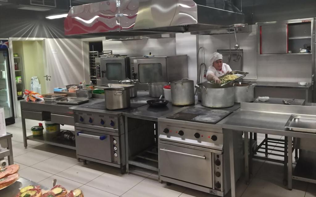 Кухня в столовой ГНЦ РФ ФГУП НАМИ
